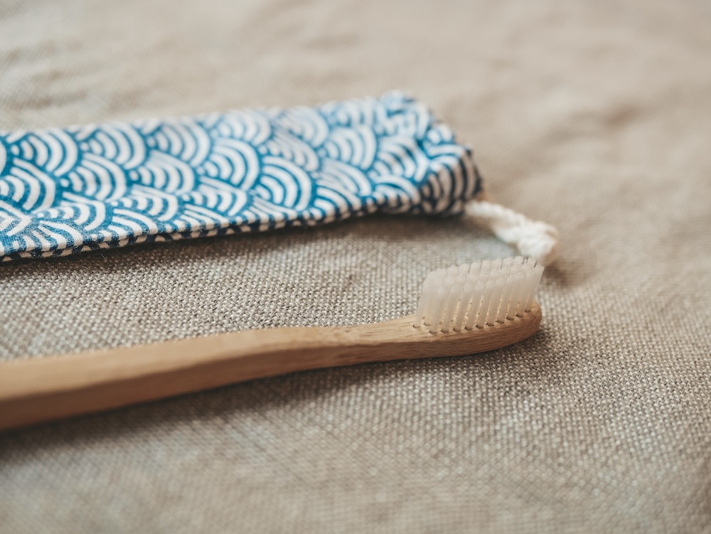 Brosses à dents : bambou vs. bioplastique