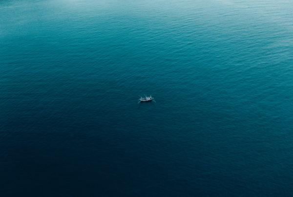 Bateau de pêche sur l'océan