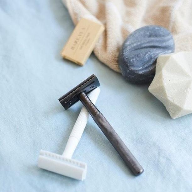 Zéro-déchet : le rasoir de sûreté comme alternative aux rasoirs jetables